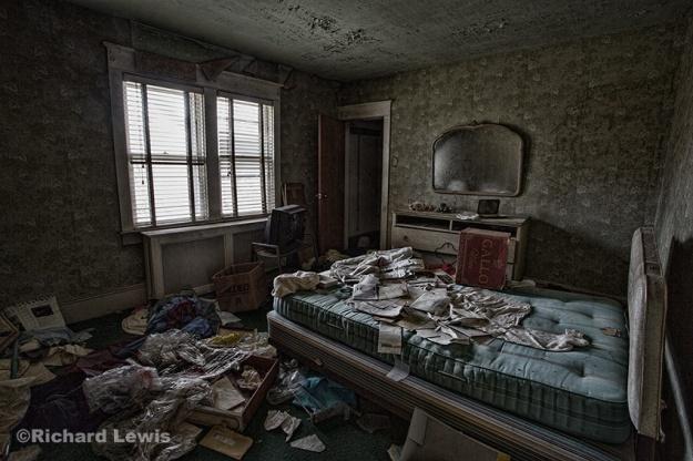 Bungalow Bedroom by Richard Lewis