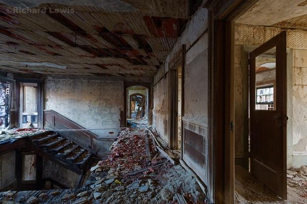 McNeal Mansion 3rd Floor Interior Stairwell by Richard Lewis 2016